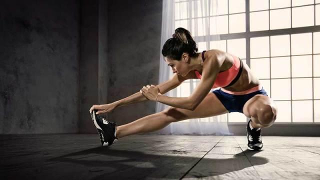 athlete-stretching