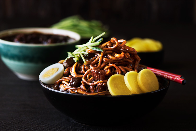 Learn about the different varieties of portable korean dishes that you can put in lunchboxes for your next picnic. Korean Black Bean Noodles | Curious Nut