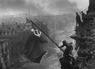 La bandera soviética sobre el Reichstag