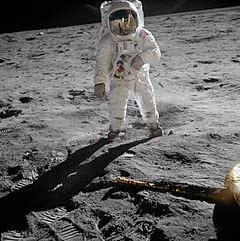 Las botas que Armstrong dejó en el espacio