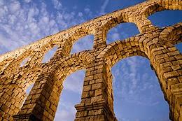 Segovia o su acueducto, qué fue primero