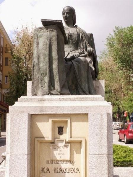 Monumento a Beatriz Galindo en Madrid
