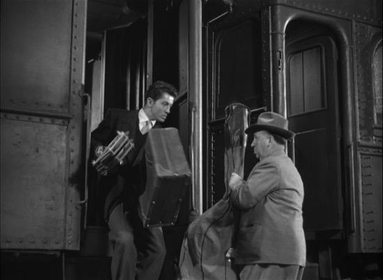 Cameo de Hitckcock en Extraños en un tren
