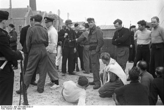 Prisioneros británicos tras la operación Chariot