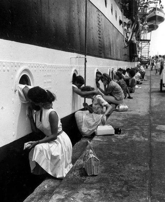 Salida del barco italiano Amerigo Vespucci, en 1963