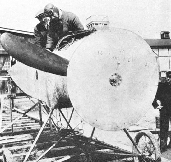 Disco de madera usado para las pruebas del engranaje de sincronización de Fokker