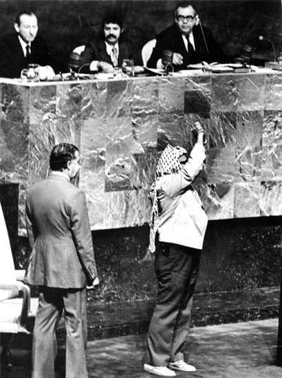 El día que Arafat entró en la ONU con una pistola