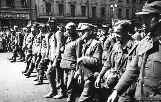 Impresionantes fotos del desfile de los nazis por Moscú, la ciudad que nunca tomaron 3