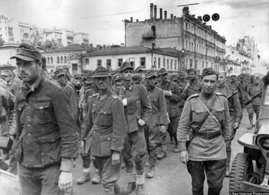 Impresionantes fotos del desfile de los nazis por Moscú, la ciudad que nunca tomaron 4