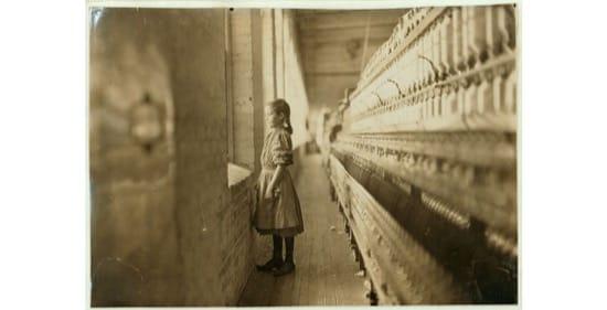 Trabajadora de 10 años, en 1908. Foto de Lewis Wickes Hine