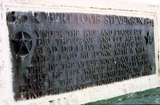 La tumba de Robert Louis Stevenson y el poema Requiem