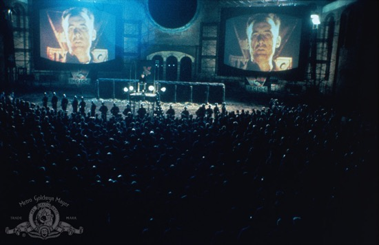 El Gran Hermano une a Apple, el 1984 de Orwell y a Mussolini - película
