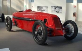 Los Ferrari son rojos porque son coches italianos