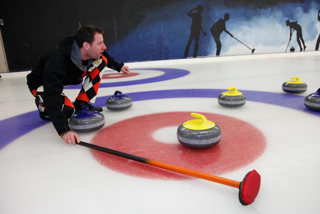 Teambuilding en netwerken tijdens een curlingclinic bij Curlingbaan Zoetermeer