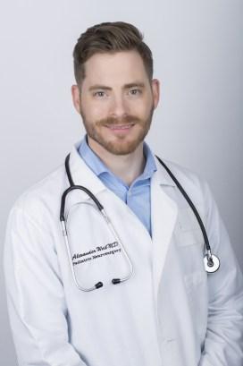 Le Dr Alexander Weil est le seul neuro-chirurgien au Canada qui est formé pour utiliser laser neurochirurgical Monteris NeuroBlate IRM. Il a été engagé par le CHU Sainte-Justine pour opérer le nouvel équipement.