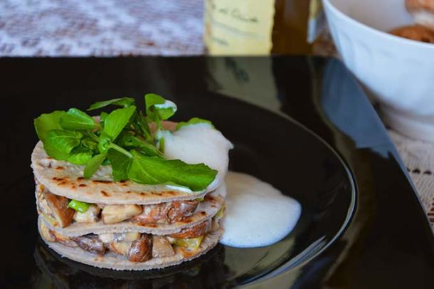 Champignons lasagne met knoflookschuim