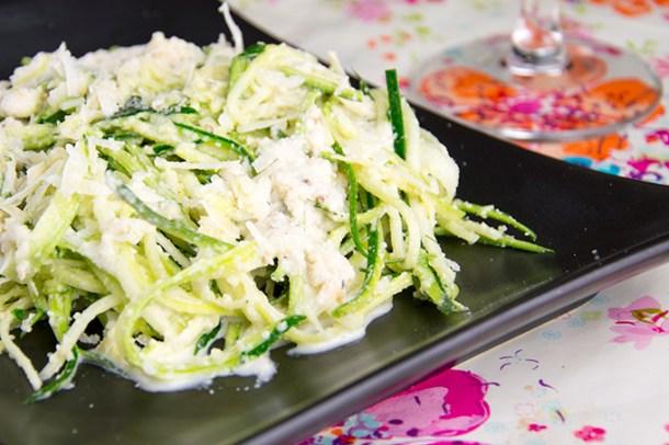 Courgettespaghetti-met-notensaus