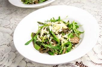 Zeewierpasta met biefstuk en asperges