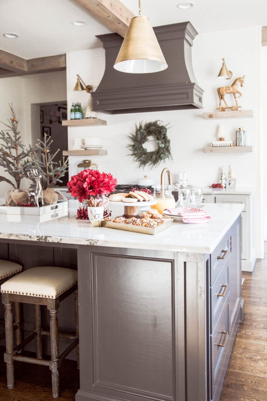 Cozy Christmas Kitchen Curls And Cashmere