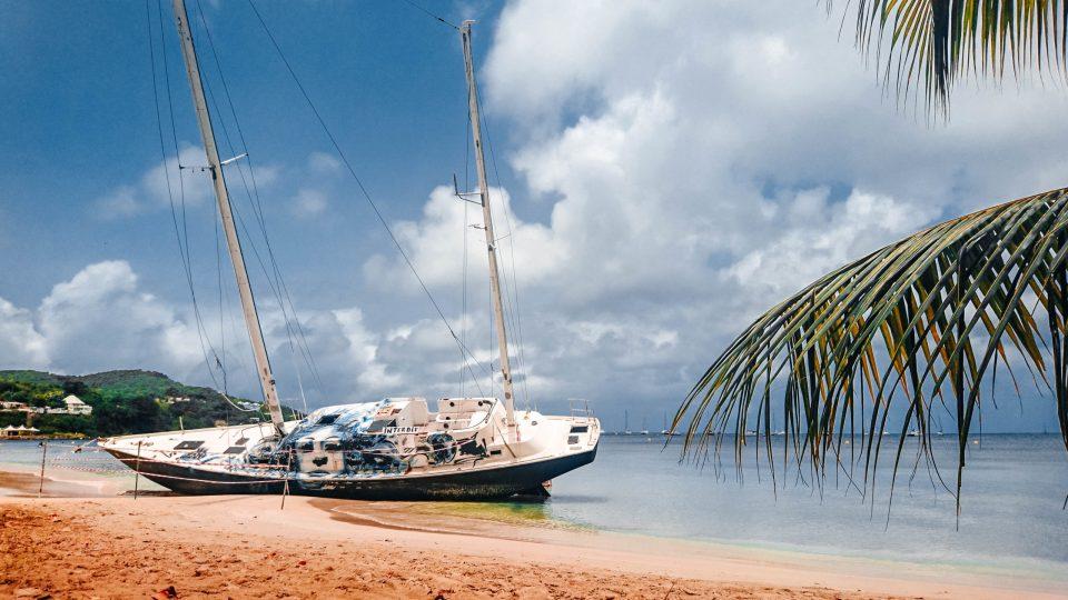 Martinique - Epave du carole - plage de sainte anne