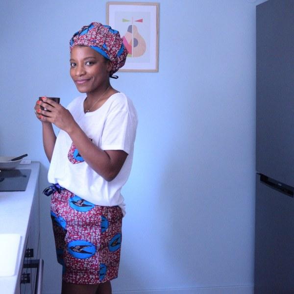short freedom curly nights pyjama avec poches café du matin dans la cuisine
