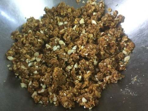 date-cornflakes-mixture