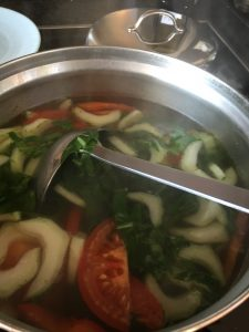 soep met paksoi, ei en tomaat, fan qie jian dan tang