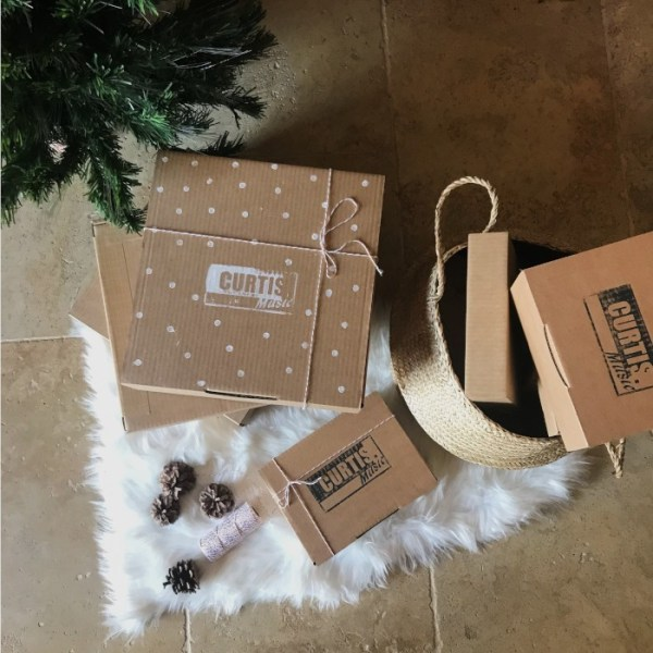 Ambiance Noël produit abonnements, chez Curtis Music tu peux offrir un abonnement box vinyle ou box cd, un abonnement mensuel sans engagement, un abonnement trimestriel ou un abonnement annuel