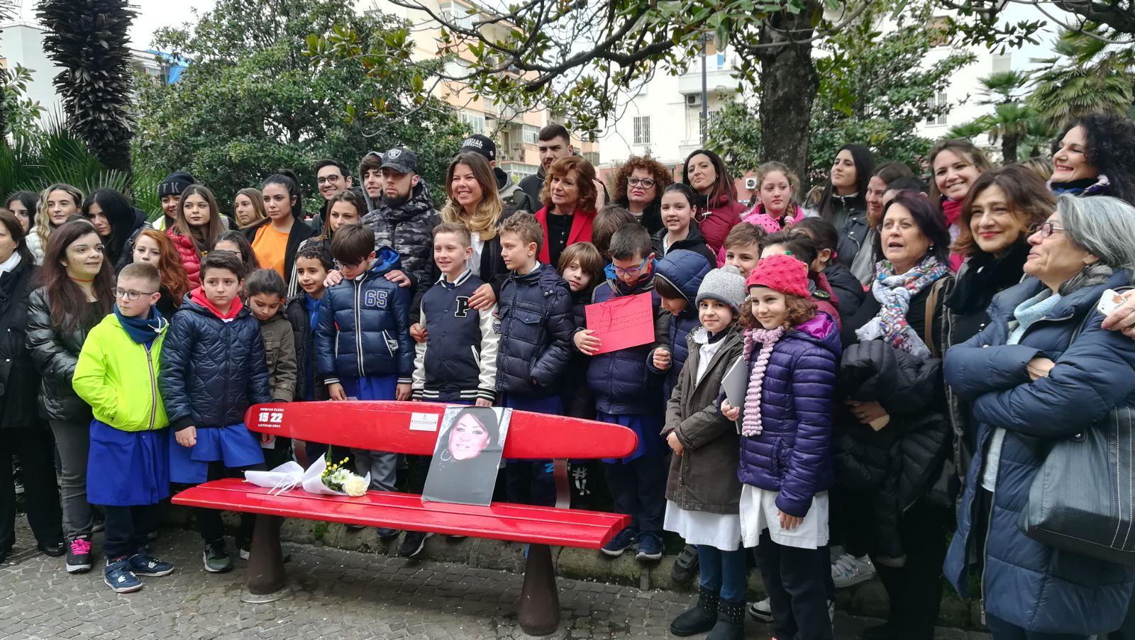 Cus Napoli  Una panchina rossa in Piazza San Vitale