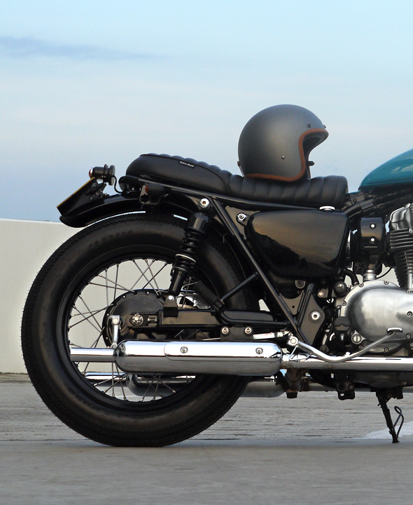 hedon, hedon helmet, street tracker, kawasaki, w800,  custom motorcycle, tracker, bratstyle