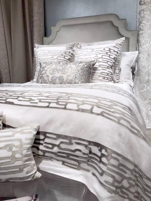 new from lili alessandra. a lili alessandra bed isnu0027t complete