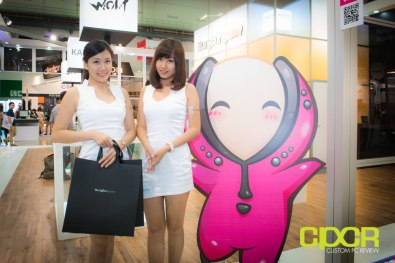 computex-2014-mega-booth-babes-gallery-custom-pc-review-23