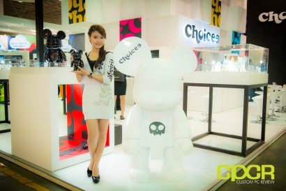 computex-2014-mega-booth-babes-gallery-custom-pc-review-54