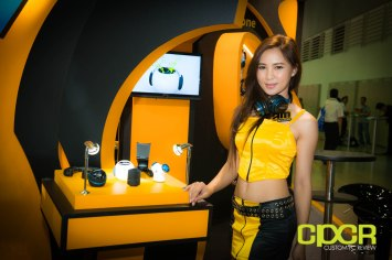 computex-2014-mega-booth-babes-gallery-custom-pc-review-84