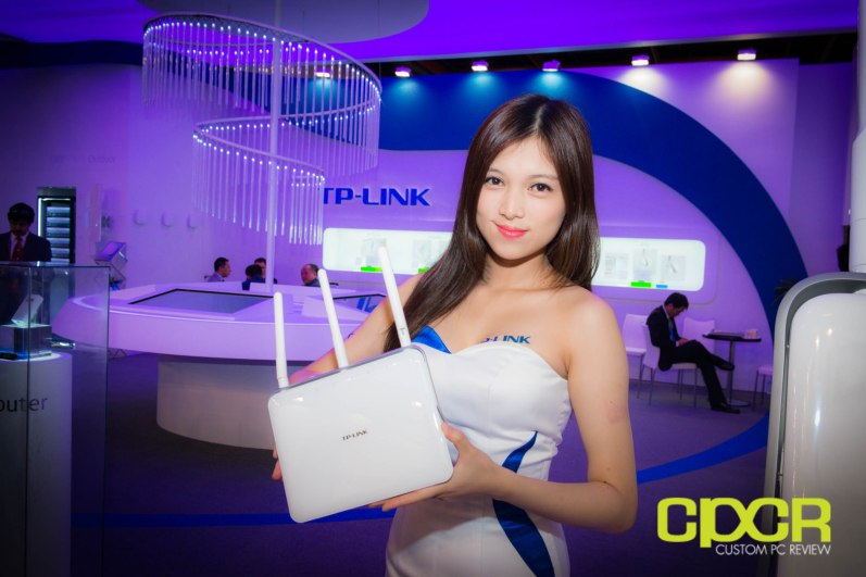 computex-2014-mega-booth-babes-gallery-custom-pc-review-95