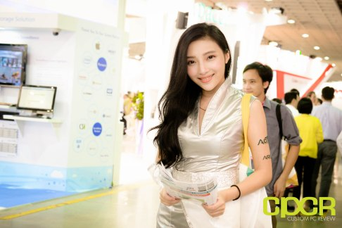 computex-2015-ultimate-booth-babe-gallery-custom-pc-review-77