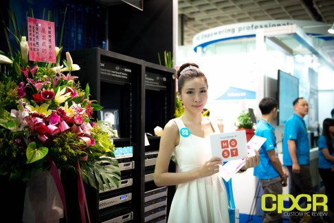 computex-2016-booth-babes-custom-pc-review-24