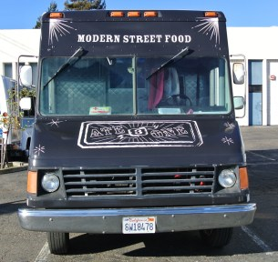 ate3one food truck front outside