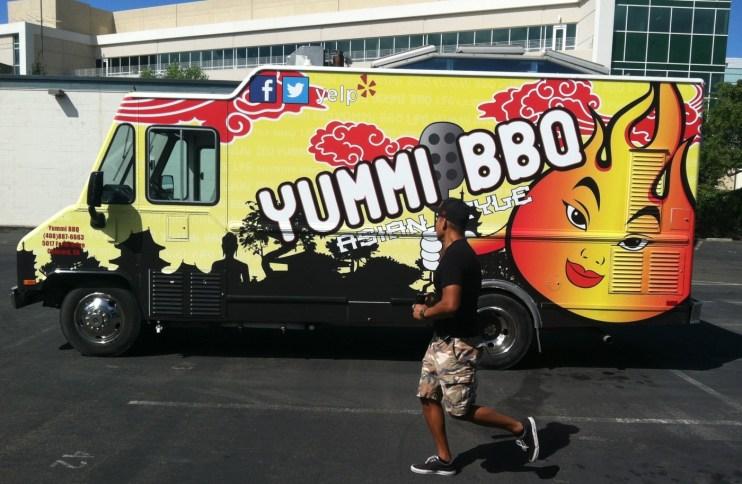 yummibbq food truck wrap3