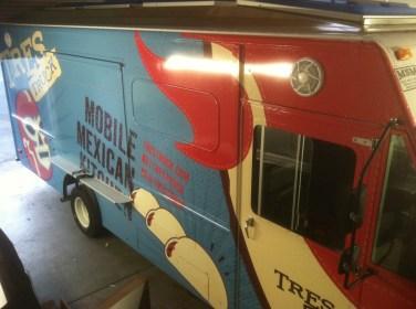 tres food truck wrap-04