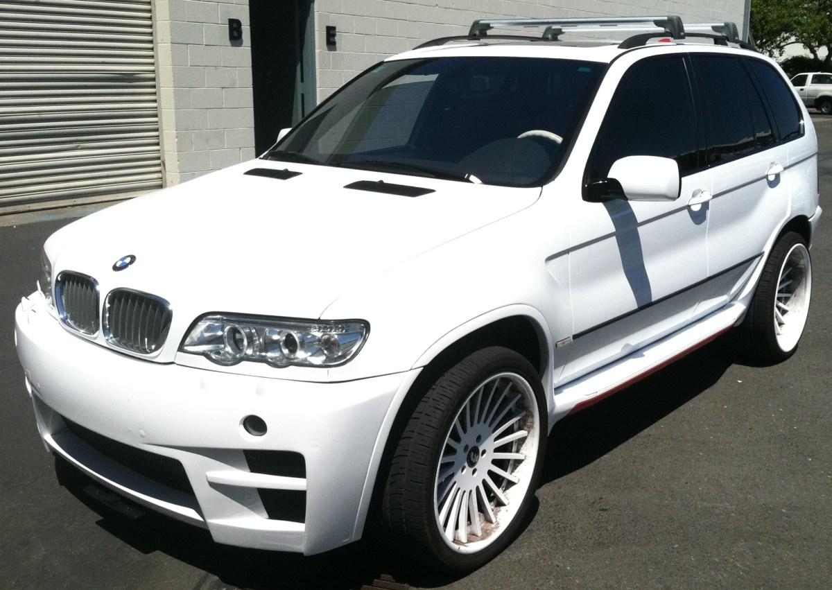 color change for bmw suv red to white custom vehicle wraps. Black Bedroom Furniture Sets. Home Design Ideas