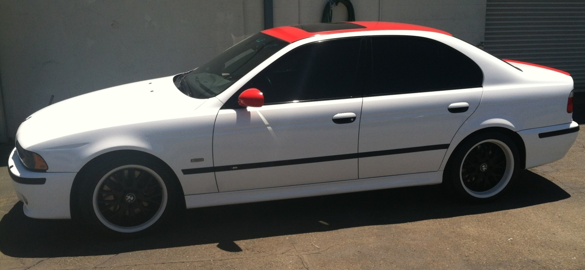 bmw white red roof color change-08