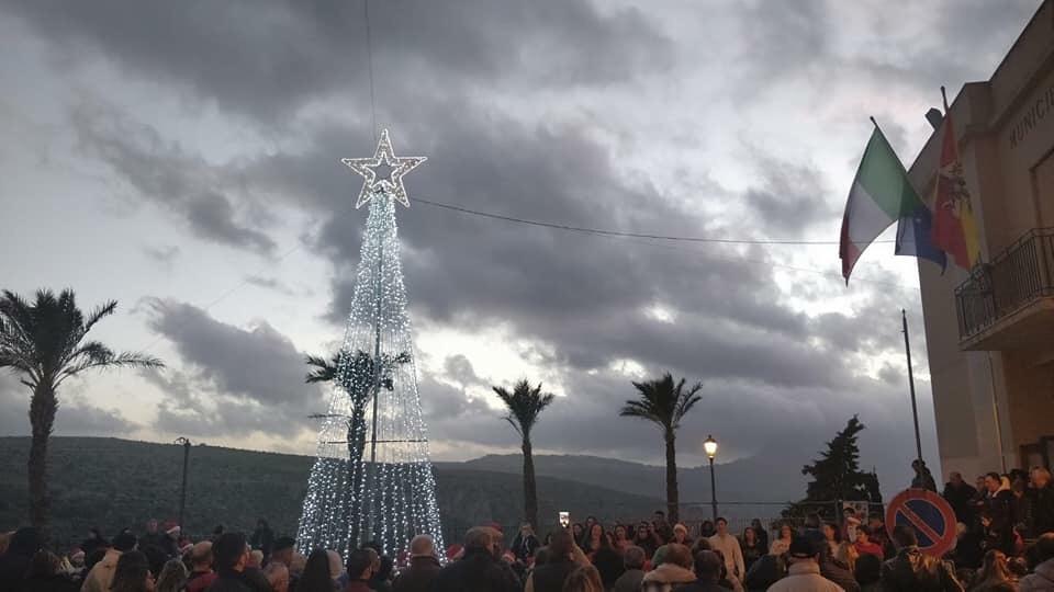 Custonaci accende l'albero di piazza municipio