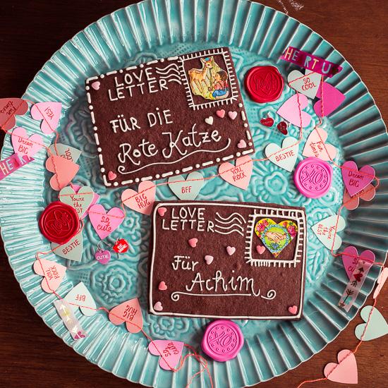 Für die Valentinstag Schoko Liebesbriefe habe ich Schoko Cookies mit Royal Icing verziert