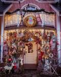 Die Weihnachtsdekoration Außen steht