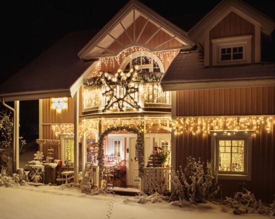 Im Winter, zu Weihnachten haben wir immer toll beleutet. Wenn wir Glück haben gibt es sogar Schnee.