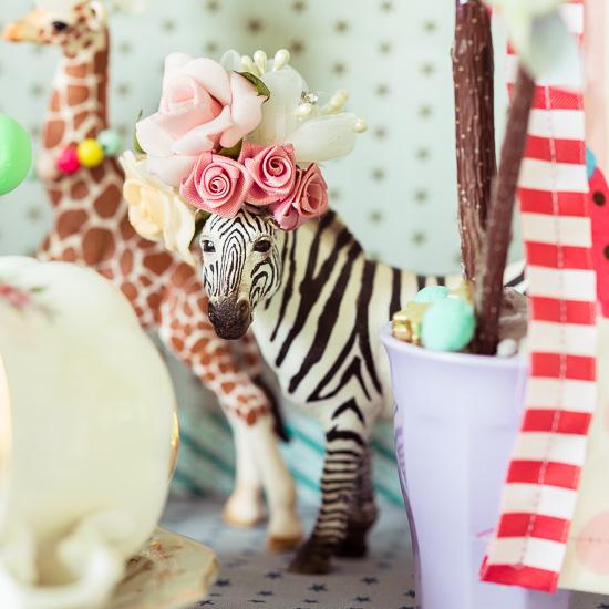 Dem Zebra habe ich eine einen Rosenhut gemacht