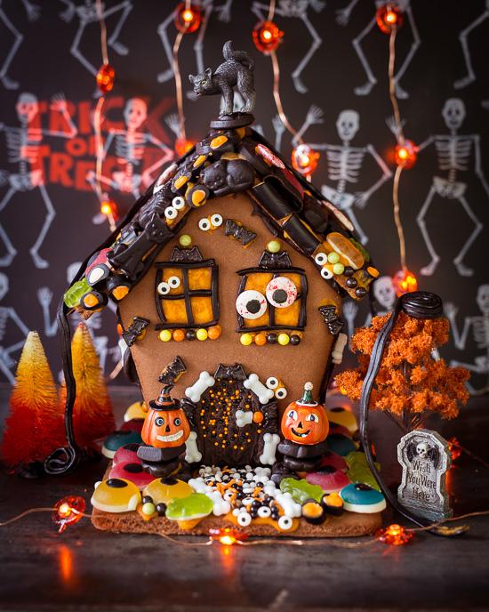 Für mein Halloween Lebkuchenhaus habe ich das Gingerbread Man Rezept aus Backen Craft und Rote Katze verwendet