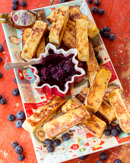 French Toast Sticks mit Blaubeer / Brombeer Kompott