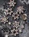 Lebkuchensterne im Schnee